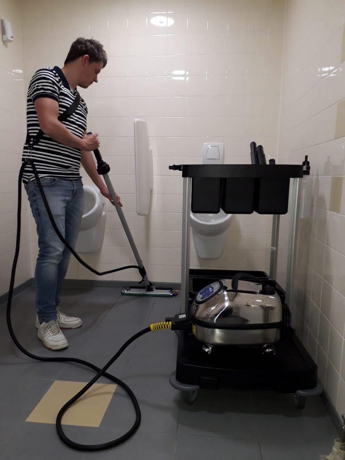 Aan het werk - reinigen met stoom